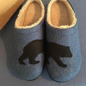 84f4e62292e6 L.L. Bean Shoes - LL Bean Women s Bear Print Slippers